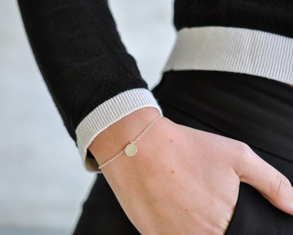 Armband mit Plättchen